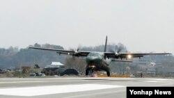 지난달 17일 괌에서 실시된 코프 노스(Cope North) 합동훈련에 참가한 것과 같은 기종인 한국군 CN-235 수송기. (자료사진)
