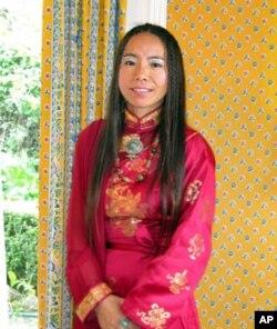 藏族歌手央金拉姆