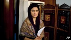 Pakistan's Foreign Minister Hina Rabbani Khar arrives to speak at a press conference in Islamabad, Pakistan, Thursday, Jan. 10, 2013.