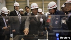 Burma's President Thein Sein (C) inspects Tokyo Electric Power Company's (TEPCO) Kawasaki Thermal Power Plant in Kawasaki, south of Tokyo, April 22, 2012.