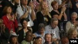 民主党全国党代表大会会场(美国之音视频截图)