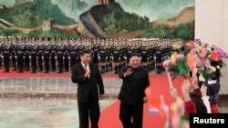 Çin Devlet Başkanı Xi Jinping, Kuzey Kore Lideri Kim Jong Un'u Pekin'de resmi törenle karşıladı.