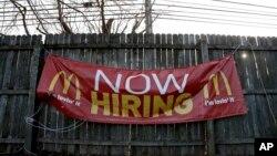Los datos sobrepasaron los pronósticos de los economistas que proyectaron que las empresas Trabajo informará que las empresas añadieronañadirían 180 mil nuevos puestos de empleo.