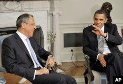 Tổng thống Mỹ Barack Obama gặp Bộ trưởng Quốc phòng Nga Sergey Lavrov tại phòng Bầu Dục, Tòa Bạch Ốc ở thủ đô Washington, 7/5/2009.