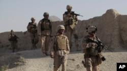L'armée américaine patrouille dans le village de Dahaneh, en Afghanistan, le 13 août 2009.