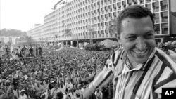 Ugo Čaves tokom govora u Karakasu, 4. februara 1998, kojim je obeležena godišnjjica neuspešnog puča šest godina ranije