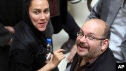 Jeyson Rizoyan va rafiqasi Yagona Solihiy