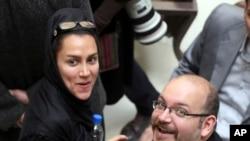 Washington Post qəzetinin müxbiri Ceyson Rezaiyan və həyat yoldaşı, jurnalist Yeganə Salehi