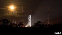 Phi thuyền MAVEN trên bệ phóng tại Mũi Canaveral ở bang Florida. (Ảnh: NASA/Bill Ingalls)