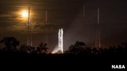 Pesawat antariksa Maven saat akan diluncurkan dari Cape Canaveral, Florida, November 2013.