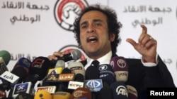 23일 이집트 헌법 국민투표에 대한 기자회견 중인 야권연합 관계자. Liberal politician and member of Egypt's opposition coalition Amr Hamzawy speaks during a news conference in Cairo December 23, 2012. Egypt's opposition coalition said on Sunday it was moving towards forming a single political party to challenge Islamists