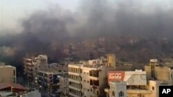 Un photo montrant de une zone de la ville de Hama A view shows the smoke rising in the city of Hama in this still image taken from video July 31, 2011. Syrian army tanks firing shells and machineguns stormed the city of Hama on Sunday, killing at least