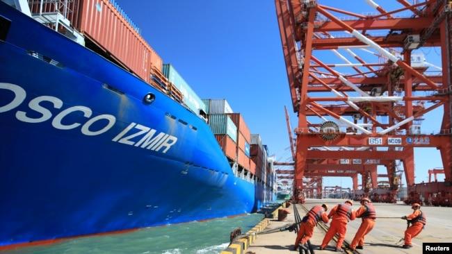 中国2月份出口下滑幅度惊人 股市暴跌
