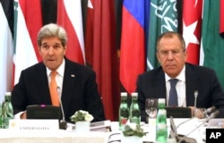 U.S. Secretary of State John Kerry, left, and Russian Foreign Minister Sergey Lavrov confer in Vienna, Austria, Nov. 14, 2015. Foreign ministers from more than a dozen nations are meeting in Vienna seeking to find a way to resolve the conflict in Syria.