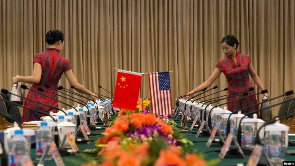 """美中举行第一轮""""中美法治对话—支持改革和经济发展""""的会场 (2016年8月3日)"""