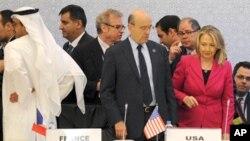 터키 이스탄불에서 열린 '시리아의 친구들' 2차 회의에 미국측 대표로 참석한 클린턴(우) 미 국무장관