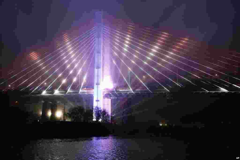 مراسم افتتاح پل جدیدی که مناطق بروکلین و کویینز نیویورک را به یکدیگر متصل می کند.