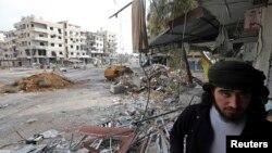 7일 시리아 수도 다마스쿠스에서 정부군과 교전 중인 반군.