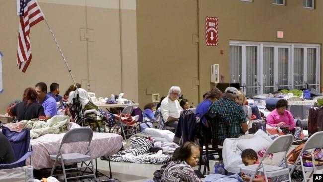 Nhiều người dân Florida, trong đó có người gốc Việt, đã phải rời bỏ nhà cửa để vào các trung tâm lánh nạn.