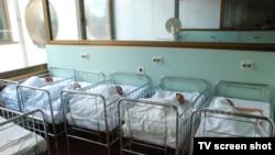 Deux jumeaux brésiliens vont devoir payer chacun une pension au même bébé.