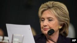 Cựu Ngoại trưởng Mỹ Hillary Clinton trong 1 phiên điều trần ở Điện Capitol, 22/10/2015.