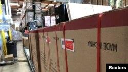 미국 캘리포니아 주 사이프러스의 창고에 중국산 제품이 든 상자들이 정렬돼 있다.