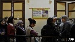 Cử tri Ai Cập xếp hàng chờ bỏ phiếu tại Cairo, ngày 28/11/2011