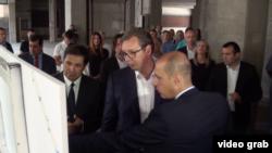 Predsednik Aleksandar Vučić sa ministom zdravlja Zlatiborom Lončarom u Kliničkom centru Srbije