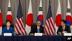 رئیس جمهوری آمریکا روز جمعه با رهبران کره جنوبی و ژاپن، پیرامون تلاش جمعی در غیر اتمی ساختن شبه جزیره کره گفتگو کرد