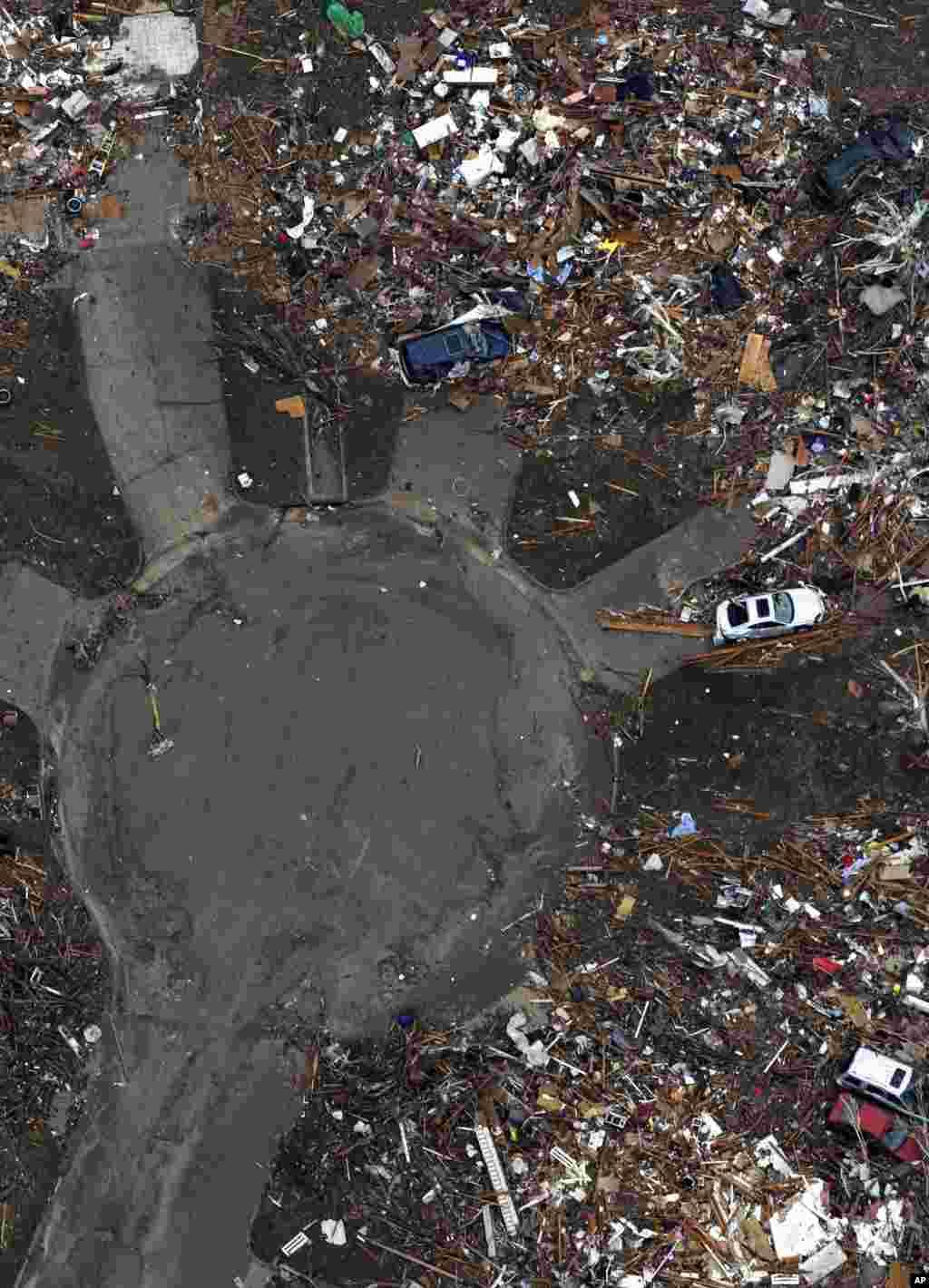 عکس هوایی از شهر مور بعد از وزش گردباد