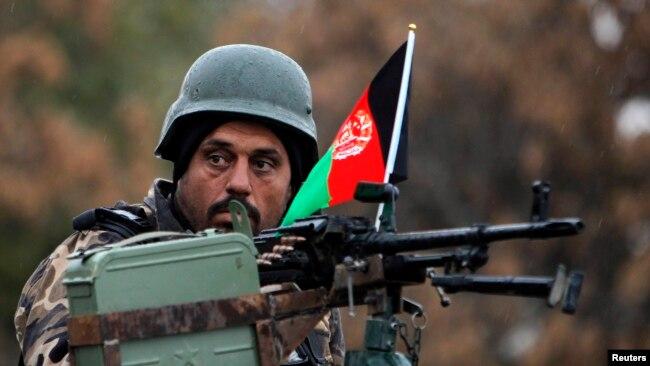 ماہرین کا کہنا ہے کہ کئی علاقوں میں افغان فورسز کے سرینڈر کی وجہ سے اُن کا مورال متاثر ہوا ہے۔