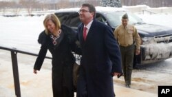 Incoming Defense Secretary Ashton Carter, and his wife Stephanie Carter, during their arrival at the Pentagon in Washington, Feb. 17, 2015.