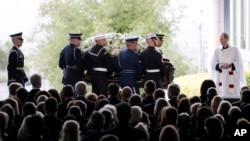 追悼会前,南希.里根的灵柩被护送到位于加利福尼亚州西米谷的里根总统图书馆,摄于2016年3月11日。