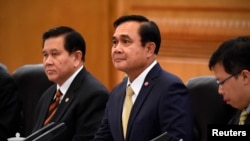 Thailand's Prime Minister Prayuth Chan-ocha (C) attends a meeting with Chinese Premier Li Keqiang at the Great Hall of the People in Beijing, December 22, 2014.