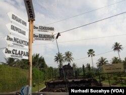 Penunjuk jalan sekaligus informasi obyek wisata di Desa Ngawen Magelang.
