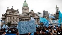 Manifestation contre la dépénalisation de l'avortement, devant le Congrès à Buenos Aires, Argentine, 8 août 2018.