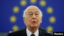 Mantan presiden Perancis Valery Giscard d'Estaing saat berpidato di Parlemen Eropa, di Strasbourg, Perancis, 13 Januari 2009. (Foto: Reuters)