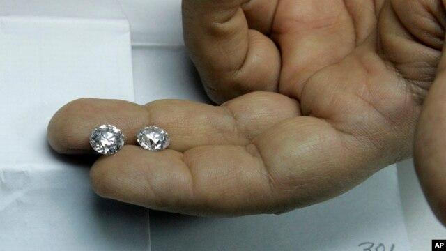 El Centro Mundial de Diamantes de Antwerp, confirmó que se trata de uno de los robos de diamantes más grande de todos los tiempos.