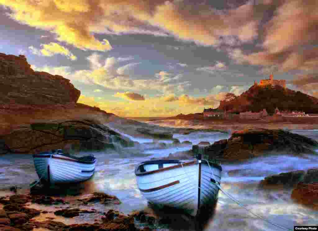 Snimak nadolazeće plime na obali u blizini brda St Michael's u Cornwall-u, Engleska, Michaela Saundersa, učesnik VOA Photo Contest-a, nagradnog natječaja Glasa Amerike za najbolje fotografije.