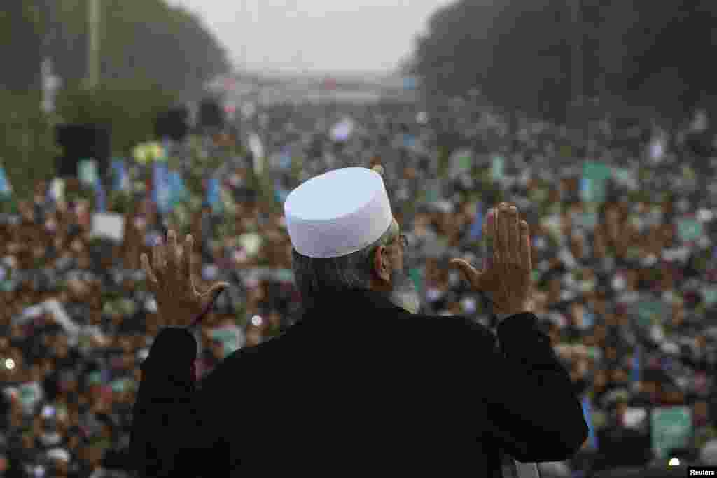 Siraj ul Haq, head of Pakistan's political and religious party Jama'at e Islami, speaks at a protest in Islamabad against satirical French weekly newspaper Charlie Hebdo, which featured a cartoon of the Prophet Muhammad as the cover of its first edition since an attack by Islamist gunmen.