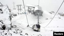 Кабина канатной дороги, поврежденная в результате теракта в Приэльбрусье, Кабардино-Балкария. Россия, 20 февраля 2011 года