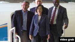 美國國會參議院外交委員會亞太小組主席、共和黨聯邦參議員加德納7月20日陪同台灣總統蔡英文參觀美國國家大氣研究中心和地球觀測實驗室