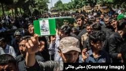 هم اکنون نیز افغانها به نیابت از ایران در سوریه می جنگند.