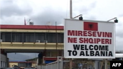 Emigrantët shqiptarë flasin për qëndrimin e tyre në Greqi