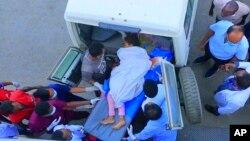 Chegada de uma vítima ao hospital en Mekele, na região de Tigray, norte da Etiopia, a 23 de Junho de 2021,, na sequência de um alegado ataque aéreo num mercado