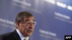 Bộ trưởng Quốc phòng Hoa Kỳ Leon Panetta phát biểu tại Brussels, ngày 5/10/2011