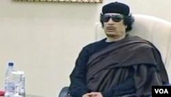 Moammar Gaddafi dilaporkan pernah mengirimkan utusan ke Tiongkok untuk membeli persenjataan canggih guna melawan pemberontak.