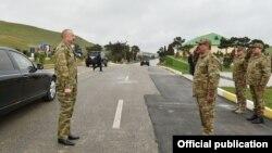 İlham Əliyev xüsusi təyinatlıların hərbi hissəsində