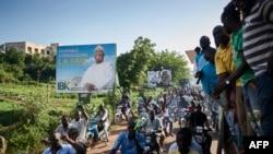 Les partisans du leader de l'opposition malienne, Soumaila Cisse, protestent contre les résultats du second tour de l'élection présidentielle du 16 août 2018 à Bamako, le 18 août 2018.
