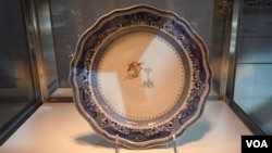 Porcelain which was made to order in China for President George Washington and his wife Martha. This one plate is expected to sell at auction for between $25,000 and $40,000. (VOA/J. Taboh)